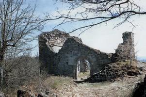 Le château de Gozon et sa chapelle i