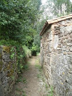 Le Bourguet chemin vers passerelle